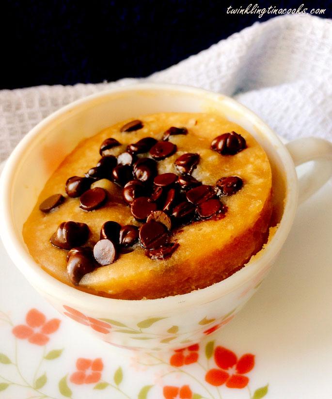 chocolate-chip-mug-cake-in-microwave