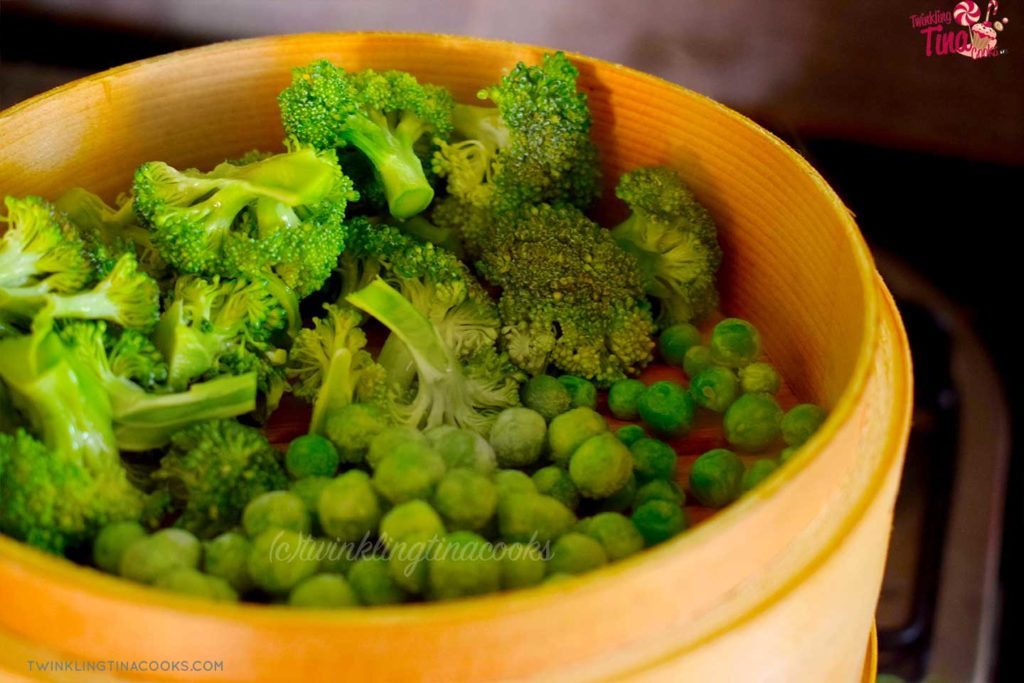 power breakfast - steamed vegetables broccoli and peas