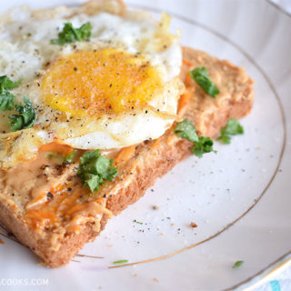 Fried Egg, Hot pepper and peanut spread toast Recipe with Provee